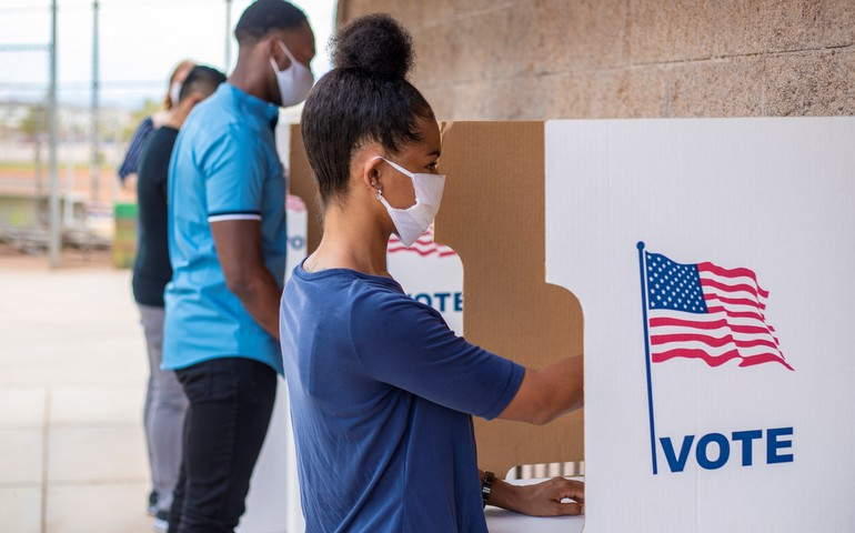 people voting wearing masks