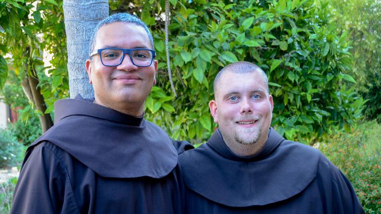 Novices profess simple vows